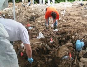 Trablusta iki toplu mezar bulundu