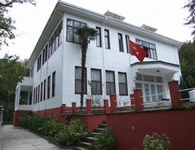 Atatürkün köşküne fuhuş baskını