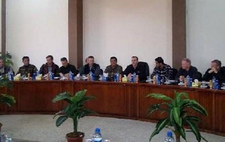 Trump'un DEAŞ özel temsilcisi, Kobani'de YPG'lilerle görüştü