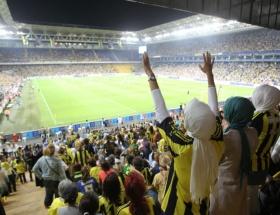 Tarihi maçta 46 bin kadın ve çocuk!