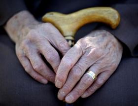 Bakıma muhtaç yaşlılara evinde yardım