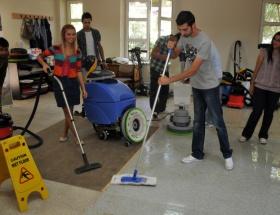 Üniversitede temizlikçi yetiştiriyorlar