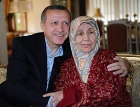 Başbakan, annesinin hatim duasını etti