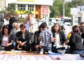 BDPlilerden oturma eylemi