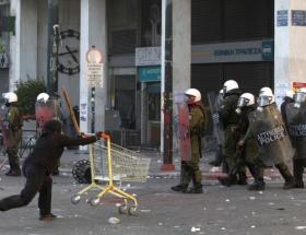 Yunanistanda yeni yıl grevlerle başladı