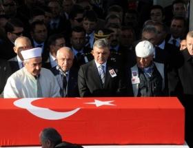 Devletin zirvesi şehit cenazesinde