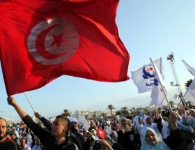 Tunus yeni anayasasına kavuştu