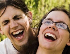 Erkekler kadınlardan daha komik