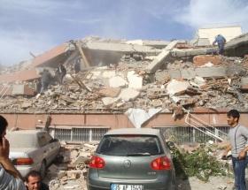 Depremde can kaybı 596
