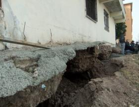 İzmirde bina çöktü