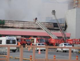 İstanbulda alışveriş merkezinde yangın