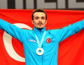Türkiyeye halterde altın madalya
