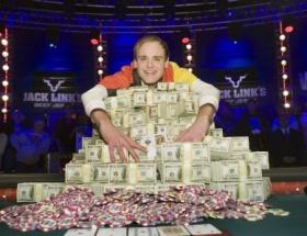 Pokerde 8,7 milyon dolar kazandı