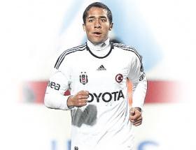 Beşiktaş, Alvesin sözleşmesini feshetti