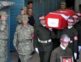 2 komutanını öldürdü