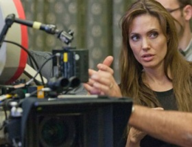 Angelina kimseye yaranamadı