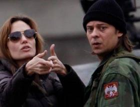 Angelinaya tepki artıyor