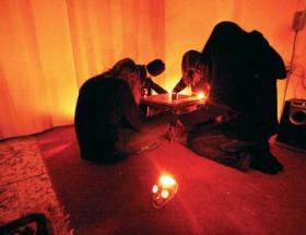 Satanistlerin hedefi gençler