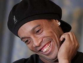 Ronaldinho yuvaya döndü