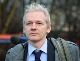 Ekvador, Assangeı bağrına bastı