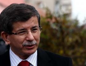Davutoğlu, taziye defterini imzaladı