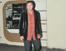 Liam Neeson altına kaçırdı