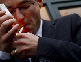 Sigara içerken meyve yiyin