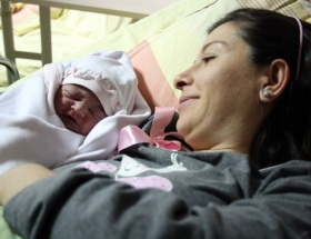 Yılın ilk bebekleri dünyaya geldi