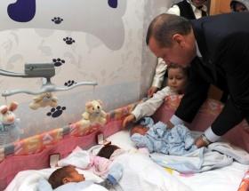 Başbakandan bebek ziyareti