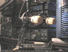 Öğrenciler, radyo istasyonlarını bastı