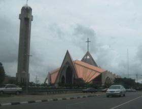 Nijeryada kiliseye saldırı: 3 ölü