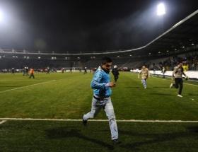 Beşiktaş taraftarı sahaya girdi