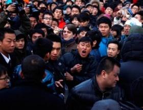 iPhone 4S Çinde kavga çıkardı