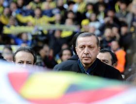 Başbakan, Saraçoğlunda yuhalandı