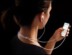 Kulaklıkla müzik dinlerken dikkat