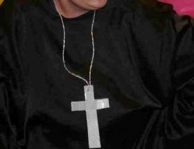 Alkollü rahip polise saldırdı
