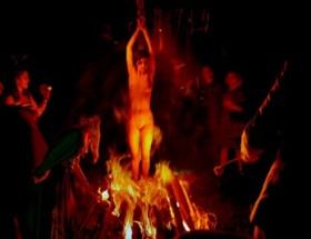 Kendi ailesi cadı diye yaktı