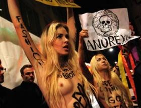 Sıfır bedene çıplak protesto