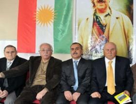 Barzani, Diyarbakıra bayrak çekti