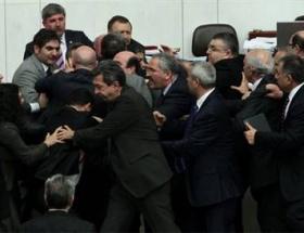 Mecliste 5 dakika tartışması