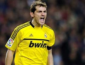 Casillas pazubandı takmadı!