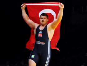 Erdoğan güreşçi Kayaalpi kutladı