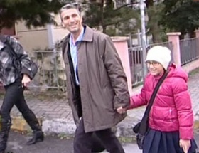 İlk işi kızını okula götürmek oldu