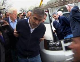 George Clooney gözaltında