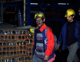 Bir madenci göçük altında