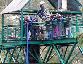 Engelsiz bungee jumping