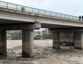 O köprüde yeni çökme