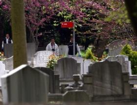 Mezarlığın çitlerini çaldılar