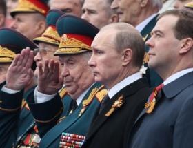Putin ve Medvedeve destek yükselişte