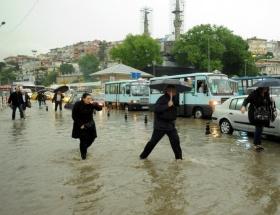 İstanbulda fırtına bekleniyor, su baskınlarına dikkat